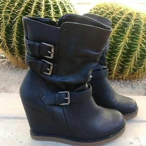 🍁Report vegan leather wedge boots